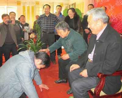 enseigner-tai-chi-chuan-kotow-disciple-chen-boxiang-ketou